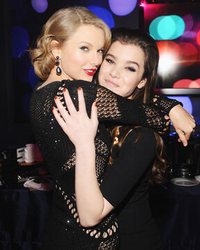 Hailee-Steinfeld-Taylor-Swift-Golden-Globes-Afterparty-2014