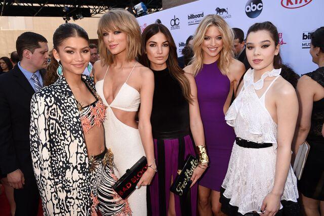 File:Lily-Aldridge-Taylor-Swift-billboard-vogue-18may15-getty b.jpg