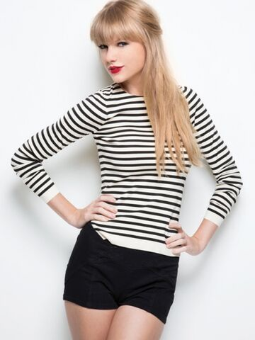 File:Taylor-swift-red-photo-2-435x580.jpg