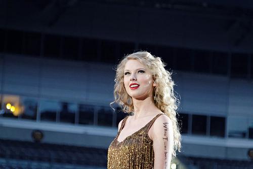 File:Taylor Swift Speak Now - Pittsburgh.jpg