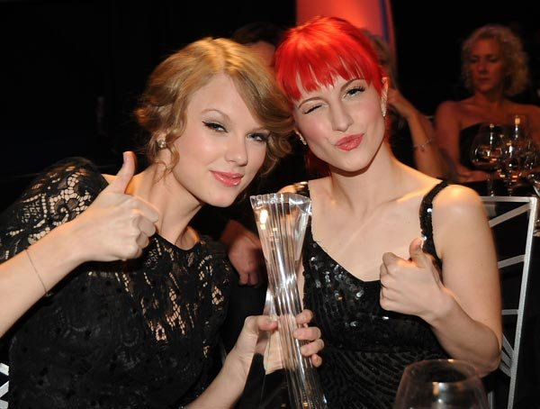 File:Taylor Swift and Hayley Williams.jpg