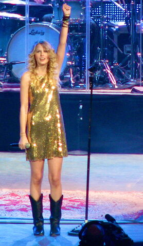 File:Taylor Swift during Fearless Tour concert in Portland 02.jpg