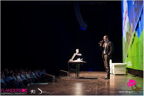 File:Pascal Smet op het podium.jpg