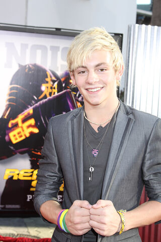 File:R5 RossLynch .jpg
