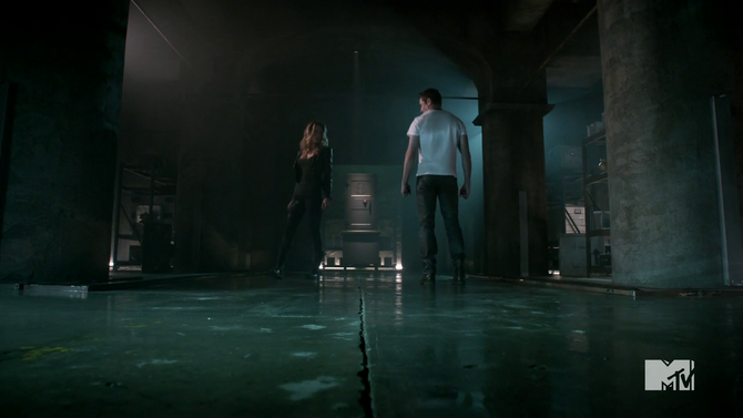 Teen Wolf Season 4 Episode 2 117 Peter and Kate in the vault.png
