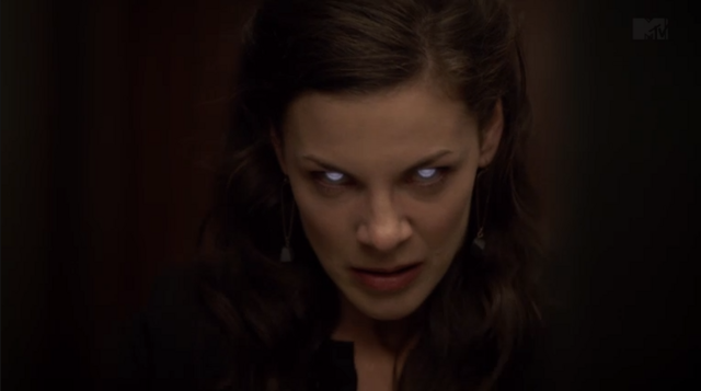 Datei:Teen Wolf Season 3 Episode 10 The Overlooked Haley Webb Jennifer's Darach eyes.png