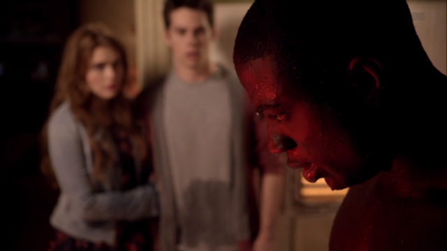 File:Teen Wolf Season 3 Episode 6 Motel California Holland Roden Dylan O'Brien Sinqua Walls Boyd is saved.png