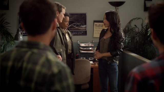 File:Teen Wolf Season 3 Episode 7 Currents Bianca Lawson Ms Morrell find my bro yo.png