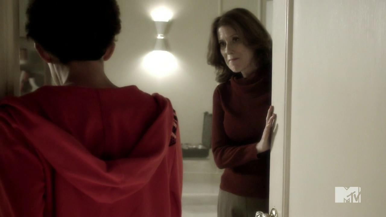 Teen Wolf Season 4 Episode 9 Perishable Lorraine Martin meets Meredith.png