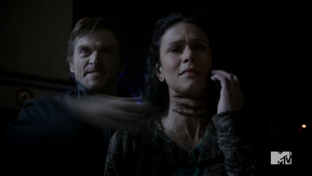 File:Teen Wolf Season 3 Episode 6 Motel California Gideon Emery Melissa Ponzio Deucalion Throat Slash.png