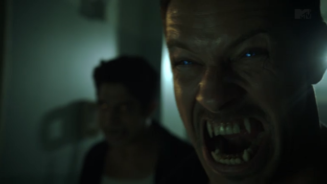 Datei:Teen Wolf Season 3 Episode 10 The Overlooked Ian Bohen Peter wolf form.png