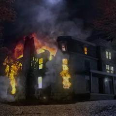 La maison des Hale durant l'incendie.