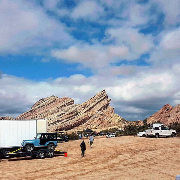 Teen Wolf Season 5 Behind the Scenes Stiles Jeep at Vasquez Rocks 091615