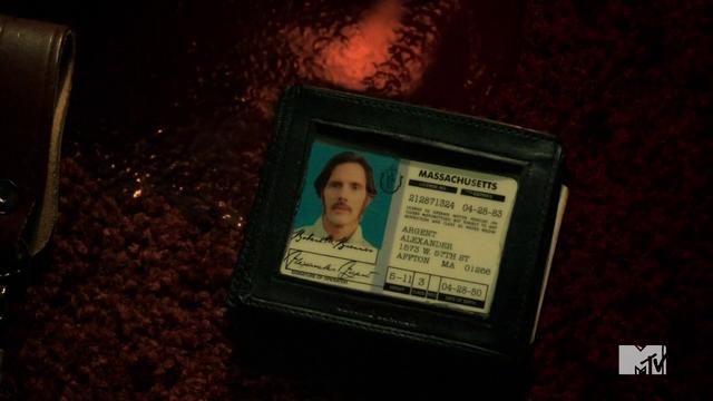 Archivo:Teen Wolf Season 3 Episod 6 Motel California Alexander Argent Drivers License.png