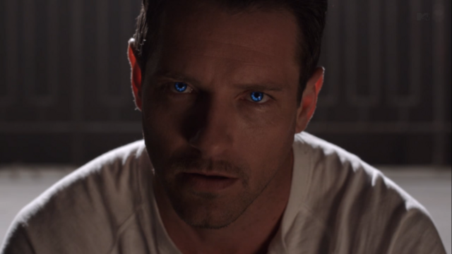 File:Teen Wolf Season 3 Episode 8 Visionary Ian Bohen Peter Hale Eye Glow.png