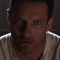 Teen Wolf Season 3 Episode 8 Visionary Ian Bohen Peter Hale Eye Glow.png