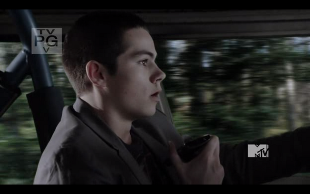 File:Stiles-Stilinski-uses-a-ATT-Sony-Ericsson-Xperia-X10-on-Teen-Wolf-Season-1-Episode-2-Second-Chance-at-First-Line.png
