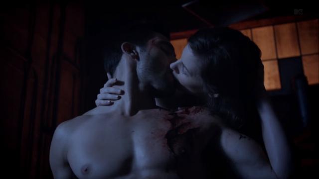 File:Teen Wolf Season 3 Episode 6 Motel California Tyler Hoechlin Haley Webb Derek Hale Jennifer Blake Healing Kiss.png