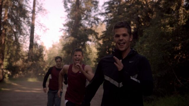 File:Teen Wolf Season 3 Episode 4 Unleashed Charlie Carver Max Carver Daniel Sharman Isaac Chases Alpha Twins.jpg