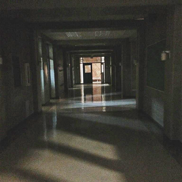 Teen Wolf Season 5 Behind the Scenes dark hallway 020915