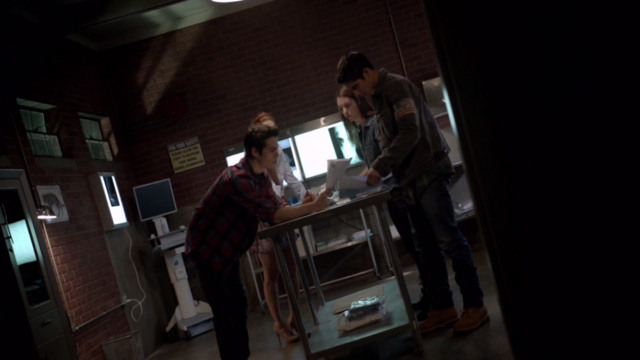 File:Teen Wolf Season 3 Episode 7 Currents Scooby Gang Maps.png