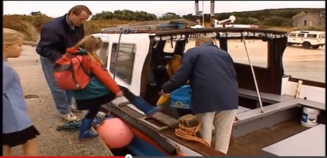 File:Teletubbies going to school by boat.png