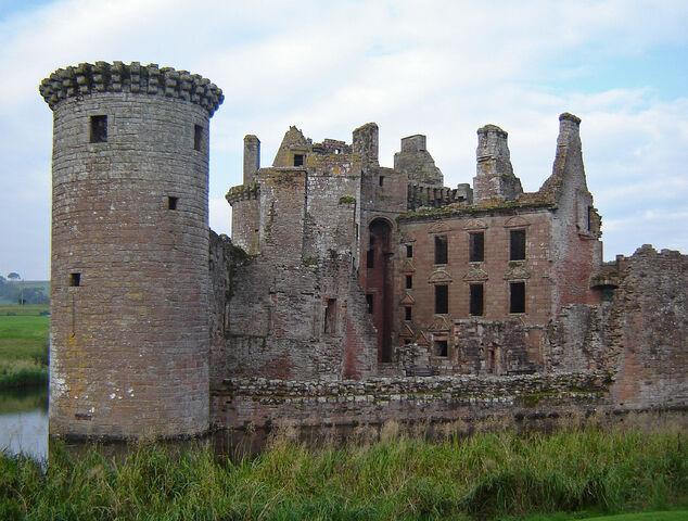 File:Caerlaverock-Castle-desktop-wallpaper.jpg