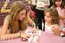Nathalia-bratz-signing.