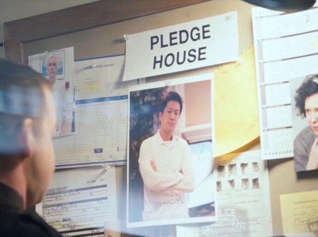 File:1x02 GRPledgeHouseBoard.jpg