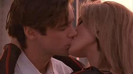 File:Stanley Ipkiss and Tina Carlyle's kiss.jpg
