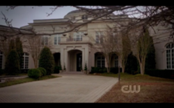 File:250px-Mikaelson-mansion-outside.png