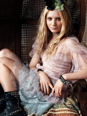 File:Mia-Wasikowska-hot-3.jpg