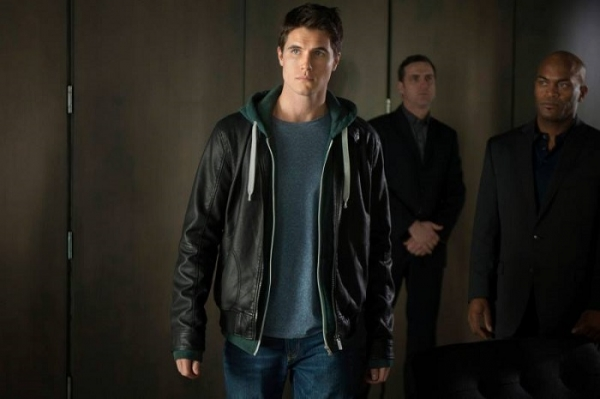 File:Robbie-amell-as-stephen-jameson-on-the-cws-the-tomorrow-people-3.jpg