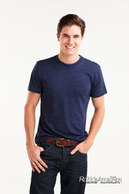 Robbie Amell 115