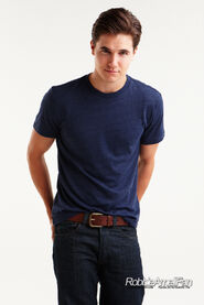 Robbie Amell 140