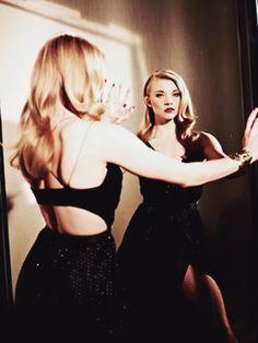 File:Looking in the mirror.jpg