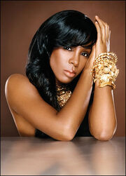 Kelly rowland seated bracelets1