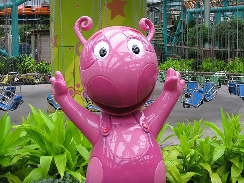 File:The Backyardigans Uniqua Statue at Nickelodeon Universe.jpg