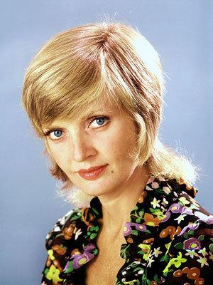 File:Florence Henderson Carol Brady flower shirt.jpg