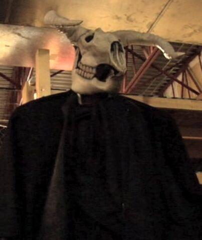 File:Cow skull giant.jpg