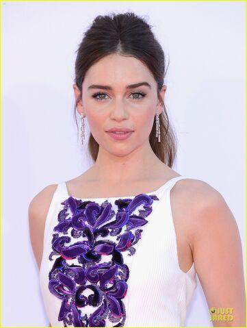 File:Emilia-clarke-emmy-awards-02.jpg