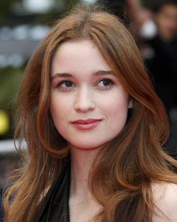 http://vignette3.wikia.nocookie.net/thecasterchronicles/images/6/64/Alice-englert_BC.jpg/revision/latest?cb=20120425182400