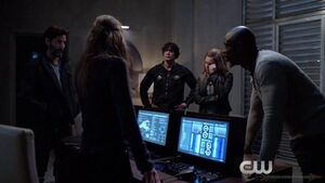 The 100 The Chosen - Jaha, Kane, Clarke, Bellamy, Abby