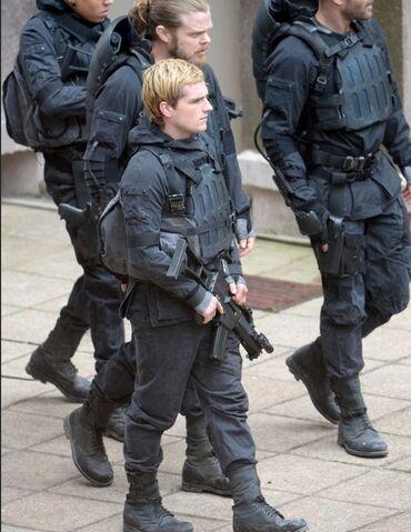 File:Peeta star squad.jpeg