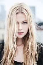 Girl-beautiful-sexy-long-hair-blonde
