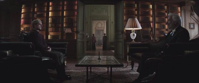 File:Presidente Snow y Peeta hablando de la entrevista.png