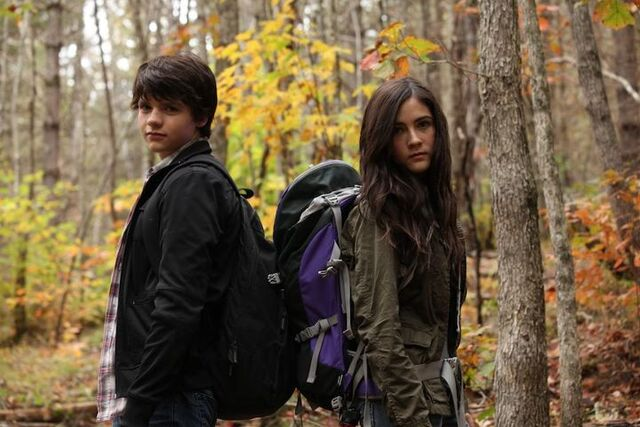 File:Joel-Courtney-and-Isabelle-Fuhrman.jpg