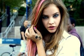 Brown-Hair-with-Pink-Highlights3