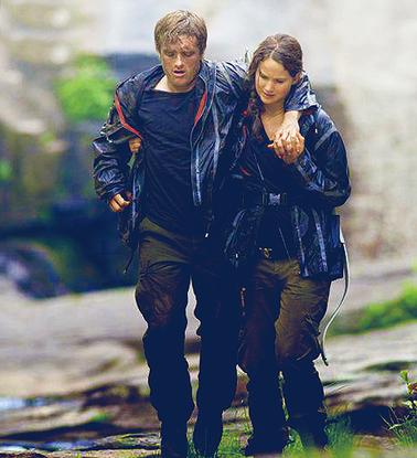 File:Katnissnursespeeta.png
