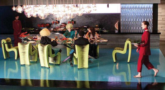 File:Capitol-dinner-the-hunger-games-movie-28914295-1234-673.jpg